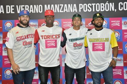 Los peloteros José Ramos (USA), Darwin Motta, Rey Rodríguez (cubano) y el colombiano Jair Morelos.