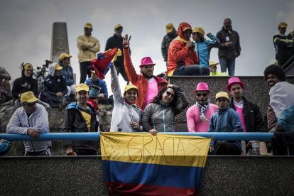 Los colombianos se hicieron presentes en la decimooctava etapa del Tour de Francia apoyando a sus compatriotas.