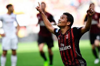 Carlos Bacca festeja un gol.