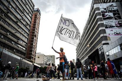 Este ha sido el cuadro diario en las calles de Caracas en los últimos cuatro meses de protestas contra el Gobierno.