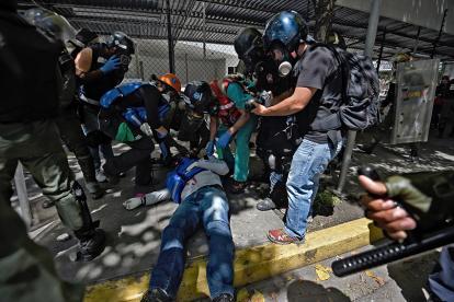 Hombre herido durante las manifestaciones opositoras en el territorio venezolano.