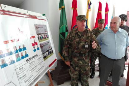 El general Jorge Navarrete cuando entregada la informacion sobre el golpe.