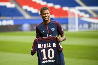 El brasileño Neymar durante su presentación con el PSG.