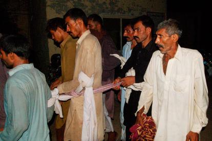 La Policía de Pakistán escolta a los miembros del consejo de sabios que ordenó a un hombre violar a una mujer.