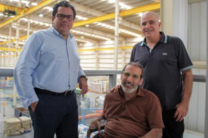 Minminas, Germán Arce, con los directivos de Tecnoglass José Manuel y Christian Daes.