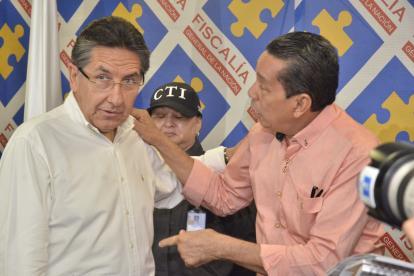 El fiscal general, Néstor Humberto Martínez, conversa con el veedor Jorge Quintana, en Cartagena.