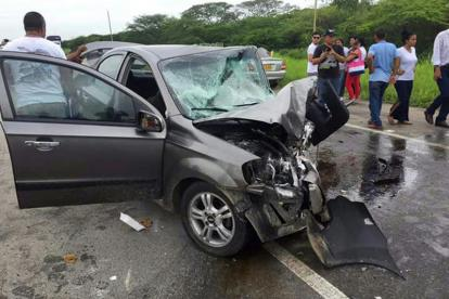 Los carros implicados fueron un Aveo gris de matrícula KMR-006 y un Chevrolet rojo de placas QEY-843.
