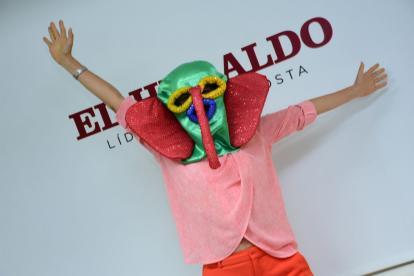 López con la máscara de marimonda en la sala de juntas de EL HERALDO.