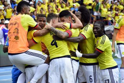 Los jugadores de la Selección Colombia celebran el tanto de Falcao García en el juego vs. Brasil.