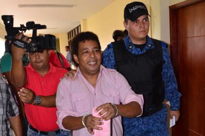 'El Pollito' Herrera, custodiado por agentes de Inpec.