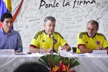 Luis Fernando Mejía, director del Departamento Nacional de Planeación; el presidente Juan Manuel Santos y el gobernador del Atlántico, Eduardo Verano.