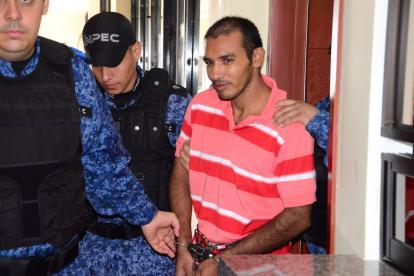 Luis Gregorio Ramírez Maestre, 'el Monstruo de Tenerife', custodiado por agentes del Inpec.