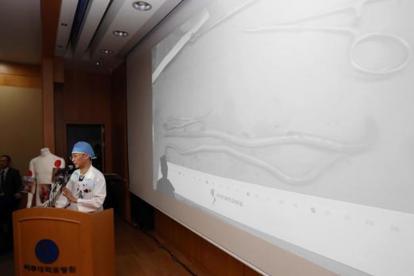 Lee Cook Jong, médico cirujano.