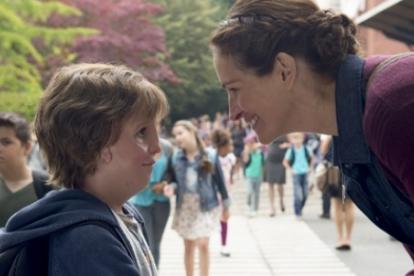 Auggie junto a su madre Isabel, Julia Roberts.