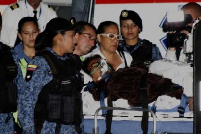 Cuerpo del Inpec acompañando a Enilse López.