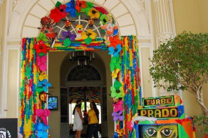 Recreación de un picó en la fachada del Hotel Prado.
