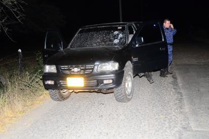 Así quedó la camioneta donde se transportaba el director de la cárcel.