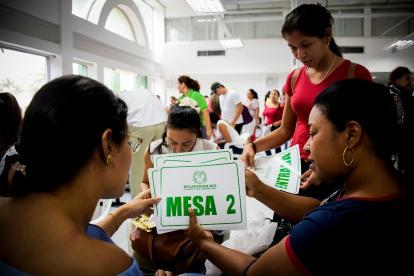 Preparación de los puestos de votación en Barranquilla.