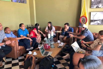 Aspecto de la reunión que sostuvieron ayer el alcalde Alejandro Char y el rector Carlos Prasca, quienes estuvieron acompañados de sus equipos de trabajo.