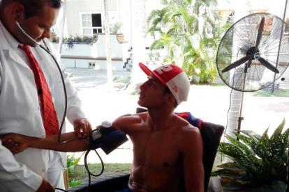 Yeison Cohen en los chequeos médicos previos al pesaje para la pelea del pasado 2 de marzo.