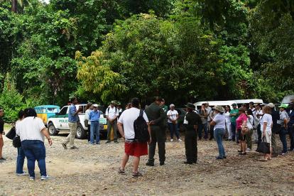 Los extranjeros durante el recorrido al Tayrona.