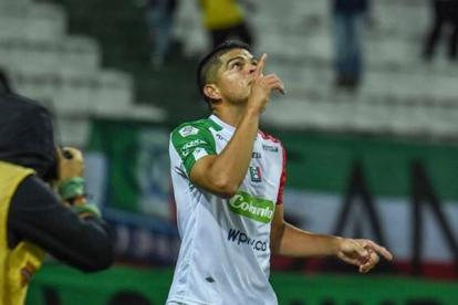 Edder Farías celebrando un gol con el Once Caldas.
