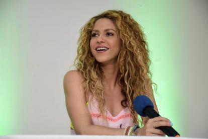 En la rueda de prensa Shakira mostró su buen humor al bromear varias veces con los periodistas.