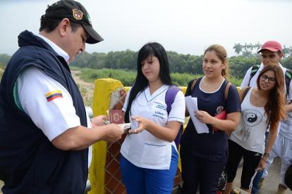 Control Migratorio a ciudadanos venezolanos en Puente Internacional Simón Bolivar que conduce de Cúcuta a San Antonio del Táchira, Venezuela.