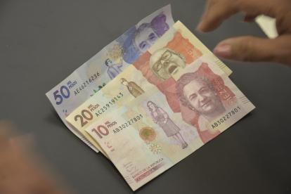 Billetes de las nuevas denominaciones que circulan en Colombia.