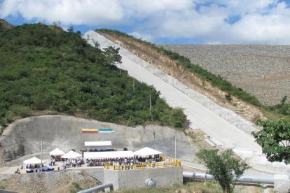 Vista de la fase II de las obras en la represa del Ranchería que están sin culminar.