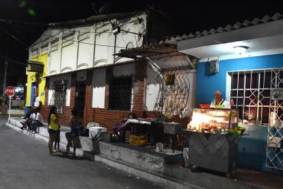 Venta tradicional de fritos ubicada en la calle 45 entre carreras 53 y 53B, en el Barrio Abajo.