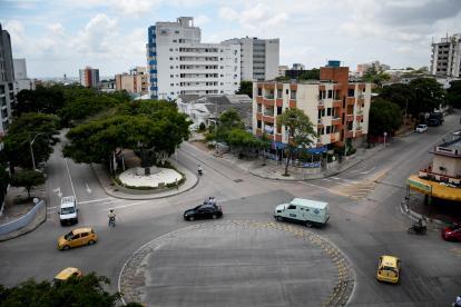 Esquina conocida como 7 Bocas, por sus múltiples salidas, al fondo el monumento homenaje a la Cumbia.