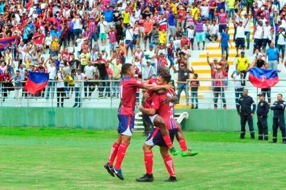 Los jugadores del Unión Magdalena celebran uno de los goles marcados al Valledupar.