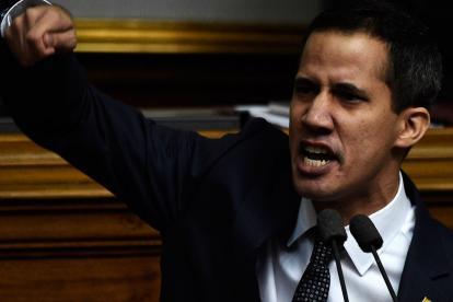 """Juan Guaidó, presidente de la Cámara, pidió a las Fuerzas Armadas """"restablecer la democracia""""."""