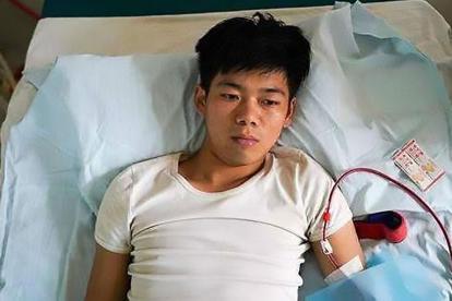 Wang Shangkun permanece postrado en una cama.