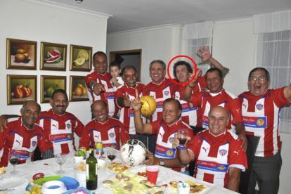 Alcides Gómez en medio de un reencuentro de jugadores de Junior de 1977 y 1980.
