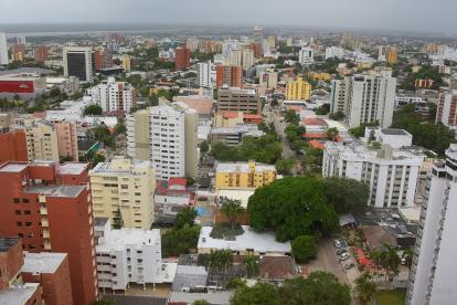 Panorámica de edificios residenciales y comerciales en el norte de Barranquilla.