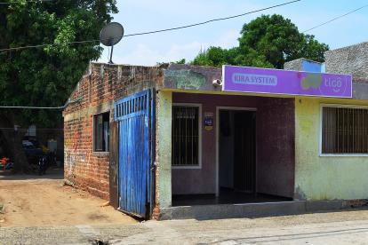 En esta casa funciona, presuntamente, Asaico, en el barrio San Jorge, en Valledupar. En el recuadro Alfredo Saade, exdirector del Área Metropolitana.