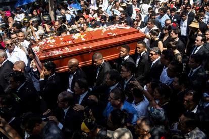 Una multitud de simpatizantes acompañó a García en su último adiós.