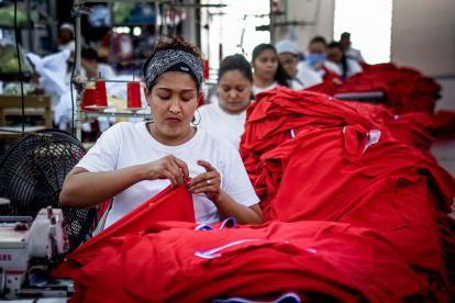 Trabajadora de una empresa del sector de confecciones en Barranquilla.