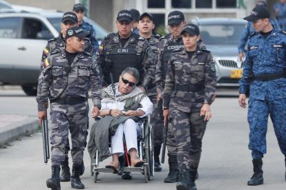 'Jesús Santrich' cuando salía de la cárcel La Picota, en Bogotá. Segundos después fue capturado por agentes del CTI de la Fiscalía.