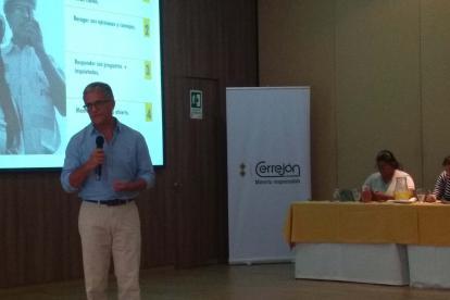 El presidente de Cerrejón, Guillermo Fonseca, realiza una presentación.