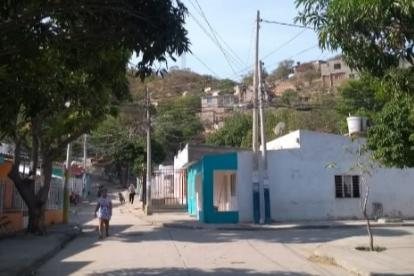 Calle principal del barrio 7 de Agosto de Santa Marta.