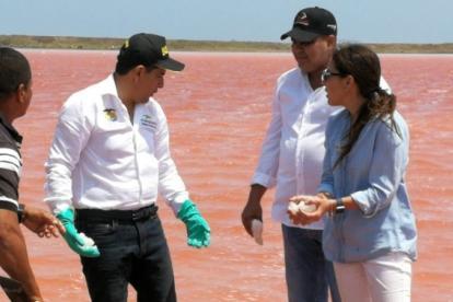 La presidenta de la ANM, Silvana Habib, y el gobernador de Bolívar, Dumek Turbay.