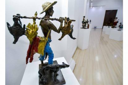 Escultura de Emiro Garzón expuestas en la Galería de la Aduana.
