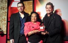 Totó la Momposina recibe el premio a la Excelencia Musical
