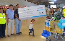 Premio a Rafael Ortiz Camacho, el pasajero  3 millones en el aeropuerto de Cartagena