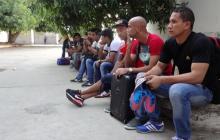 Tristes, los jugadores llegaron en la mañana de ayer al estadio Eduardo Santos, de Santa Marta.