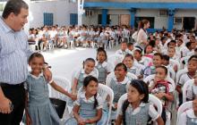 La población de estudiantes matriculados en colegios del Distrito pasó de 202.000 en el 2013 a los  205.000 que hoy comienzan clases.