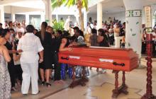 La mujer fue sepultada en el corregimiento de Camarones.